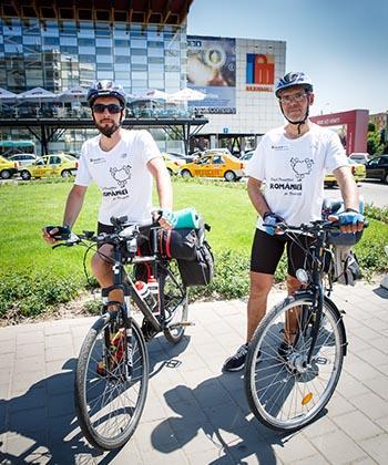 Iulius Mall Iaşi îl susţine pe tânărul Marius Bucur în turul României pe graniţă cu bicicleta