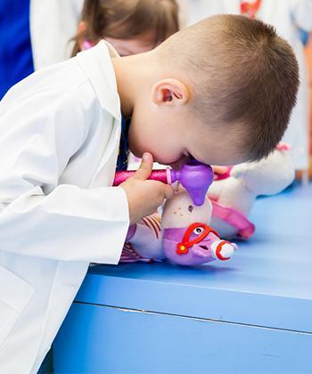 Sute de copii au descoperit lumea Doctoriței Plușica, la Iulius Mall Suceava