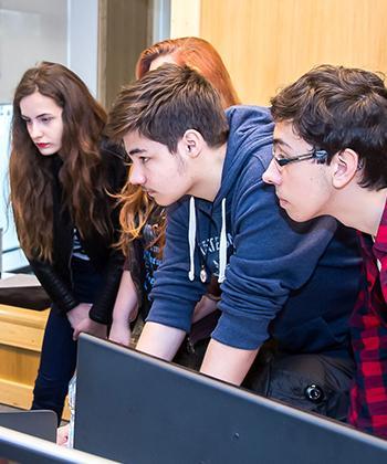 """Săptămâna """"Școala Altfel"""", la Palas: 20 de elevi de la Liceul de Informatică au mers în vizită la companiile IT din United Business Center"""
