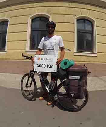 Tânărul Marius Bucur a finalizat turul României pe graniţă cu bicicleta, susţinut de Iulius Group