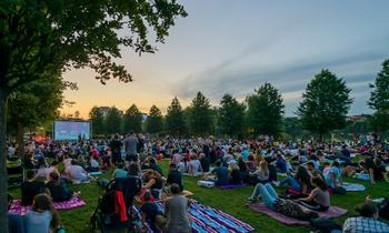 """O vară cinematografică, în Iulius Parc. În fiecare vineri, """"Movie Nights"""", în aer liber"""