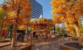 Toamna și-a etalat culorile spectaculoase în parcul din Iulius Town