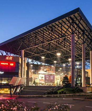 """Sâmbătă, Iulius Mall Cluj stinge luminile, pentru a marca """"Ora Pământului"""""""