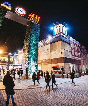 """Iulius Mall Suceava stinge luminile pentru a marca """"Ora Pământului"""" 2015"""