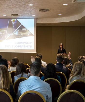 """Studenţii Universităţii """"Alexandru Ioan Cuza"""" au aflat de la specialiştii Ansamblului Palas cum se dezvoltă o carieră de succes în management"""