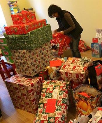 Dorinţele de Crăciun ale aproximativ 300 de copii nevoiaşi, îndeplinite de angajaţii din clădirile de birouri de la palas